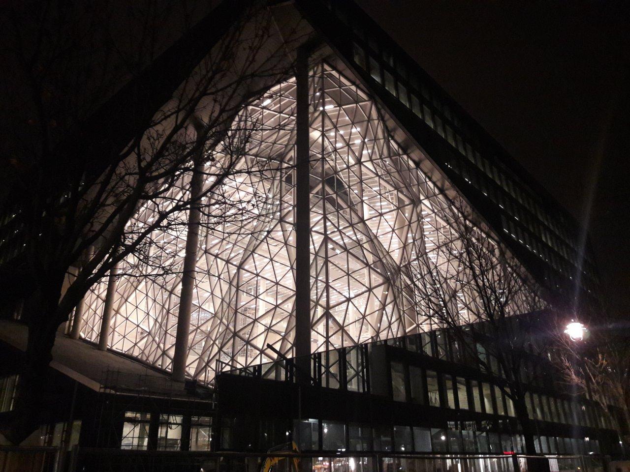 Springer-Neubau-Nacht-Leuchten.jpg
